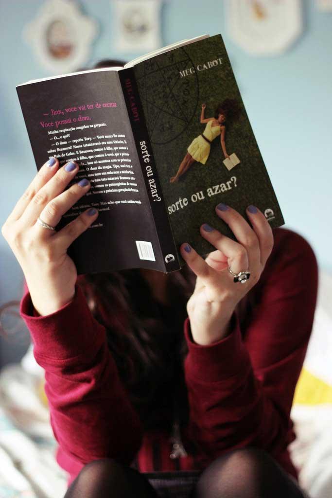 mulher-lendo-livro